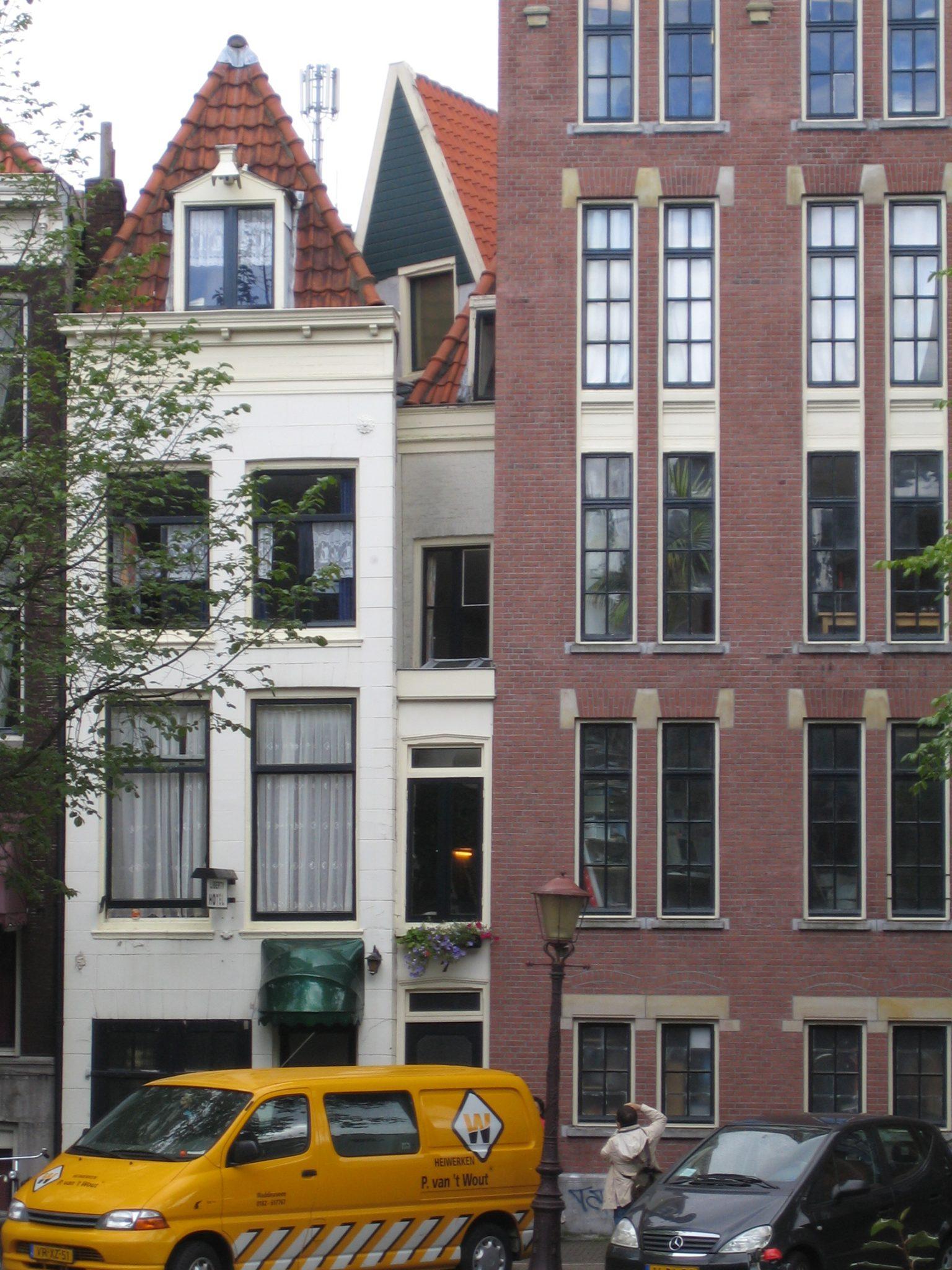 A Very Thin House